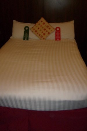 Quality Hotel Coventry : confortable bed