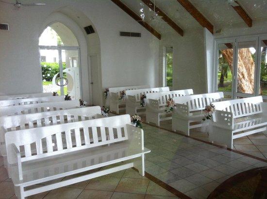 Alamanda Palm Cove by Lancemore: Зал доя проведения свадебной церемонии