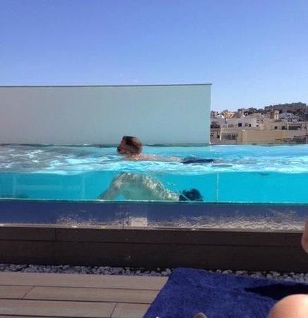 Hotel Valentina: la piscina acquario