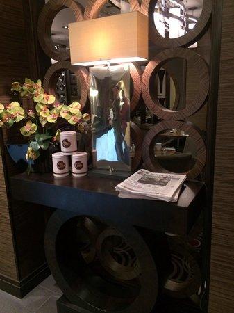 DoubleTree by Hilton London Victoria: Reception detail