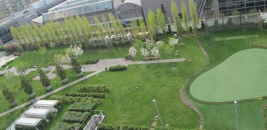 Ramada Plaza Milano: Zona de recreo y canchas deportivas del hotel