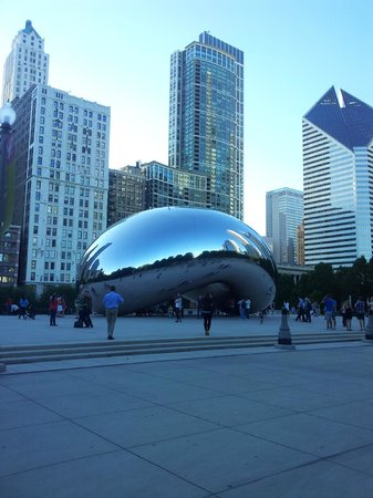 Chicago's Essex Inn : the Cloud Gate