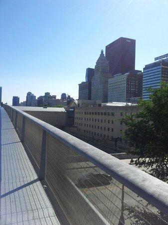 Chicago's Essex Inn: Pont  Millenium Park
