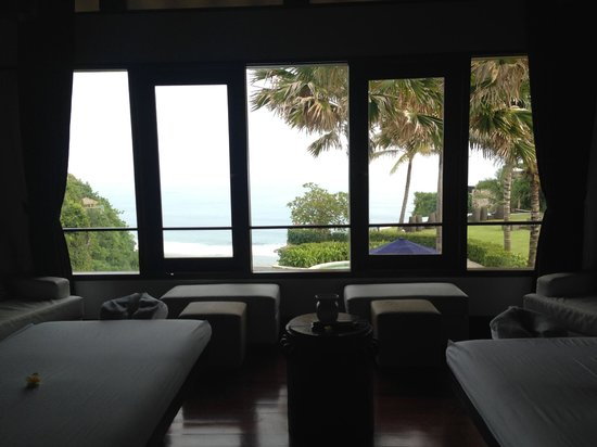 The Ungasan Clifftop Resort: The view from the spa!