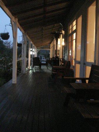 Governors Bay Hotel: The downstairs veranda