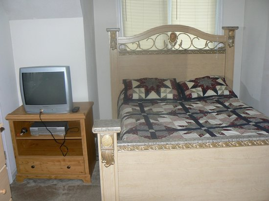 Royal Oaks Cabins: une autre des chambres