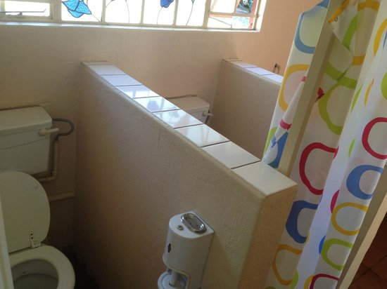 Clarens Inn & Backpackers : Neighbourly toileting
