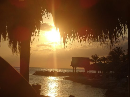 Lions Dive & Beach Resort Curacao: sunset from Hemmingways