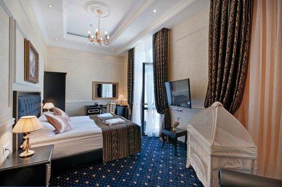 Villa Le Premier: Suite with Terrace