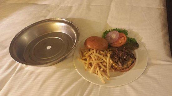 Millennium Hilton New York Downtown: Room Service