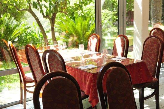 Le Domaine du Mas Blanc: Restaurant