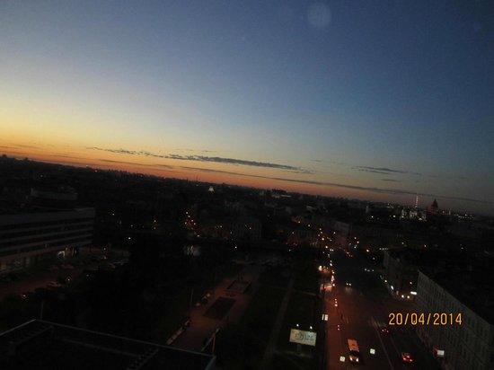 Azimut Hotel Saint Petersburg: Вид из окна номера на 12 этаже