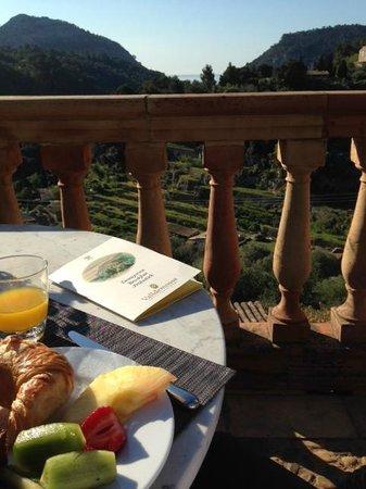Valldemossa Hotel: Frühstück auf der Terasse