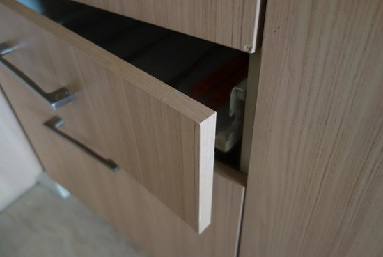 Marriott Executive Apartments - The Mayflower Jakarta : Kitchen drawer in need of repair.