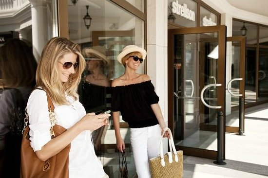 Designer Outlet Parndorf: Shopping in more than 130 designer stores