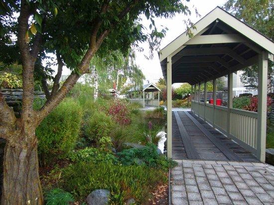 Millbrook Resort : Villa grounds