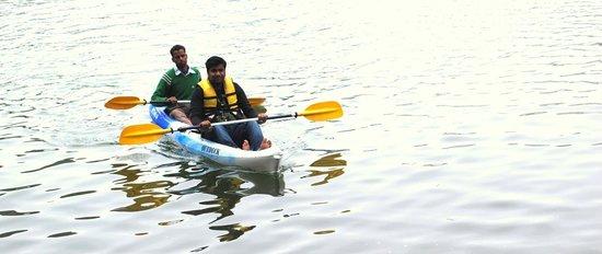 Fishermen's Lodge: kayaking near the hotel