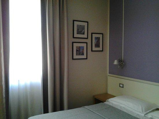 Key Hotel : dettaglio stanza da letto 2