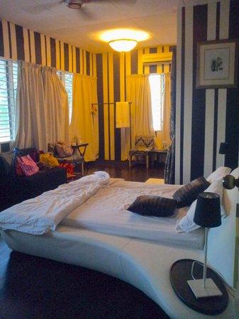 "Chymes Penang: The ""Sophisticated"" Vanilla Black room"