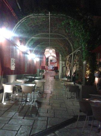 la maison de marie: l' entrata del ristorante