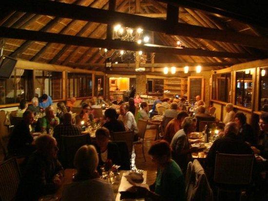 @ Whales Restaurant: Inside at dinner time
