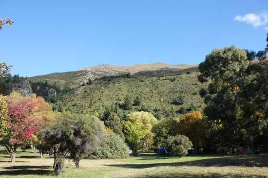Lake Hawea Holiday Park: View from tent of mountains
