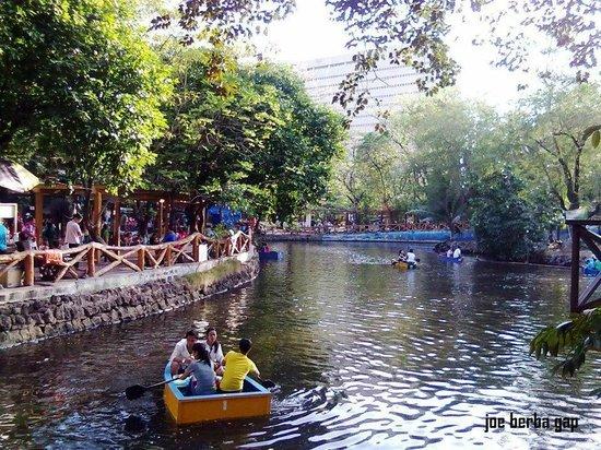 Manila Zoo: Boating Lake