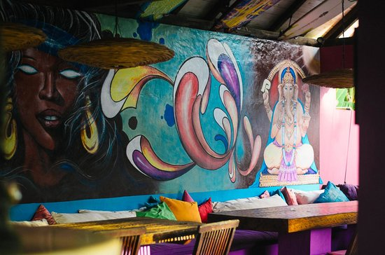 Rapture Surfcamp Bali : dining hall at the camp