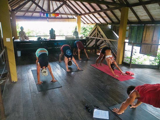 Rapture Surfcamp Bali: yoga class at the camp