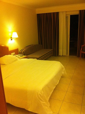Pilot Beach Resort : ok room, and large