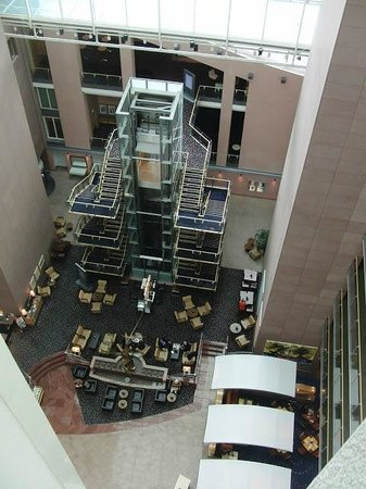 Hilton Frankfurt City Centre: lobby from executive-lounge