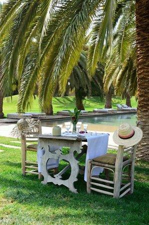 Ksar Char-Bagh : Déjeuner au bord de la piscine