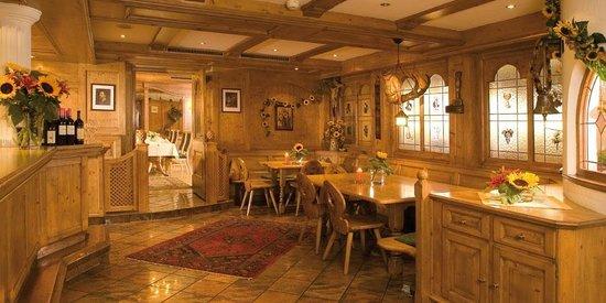 Tische an der Bar im Restaurant Bierwirt