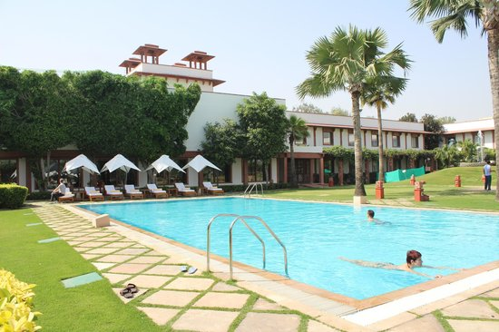 Trident, Agra: Poolside view