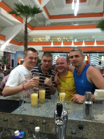 Hotel Riu Caribe: drinks at lobby bar