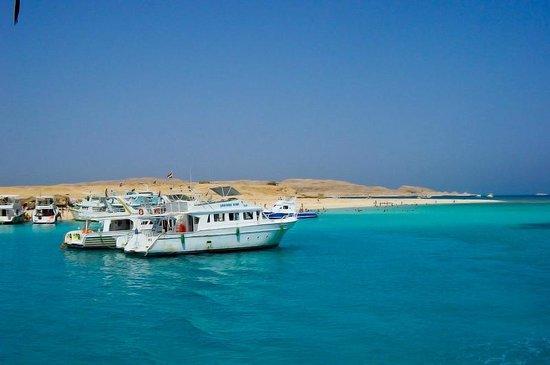 Îles Giftoun : Yachts over Giftun island