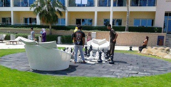 Radisson Blu Resort Fujairah: scacchi in giardino