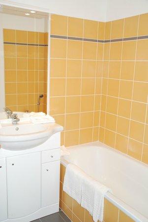 Le Virginia : Salle de bains (baignoire)