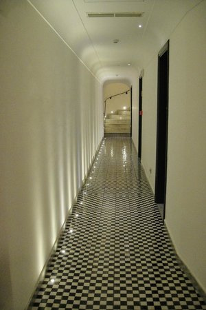 Hotel Marina Riviera: Corridor to reception