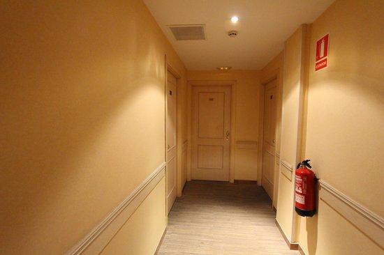 Sunotel Central: porte de notre chambre