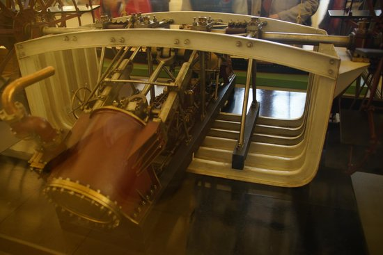 Musee des Arts et Metiers: When you see a ship you will see each part of the ship that make a ship work