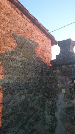 Auberge du Vin : Gatepost at dusk