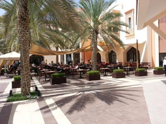 Shangri La Barr Al Jissah Resort & Spa-Al Bandar : Al fresco breakfast