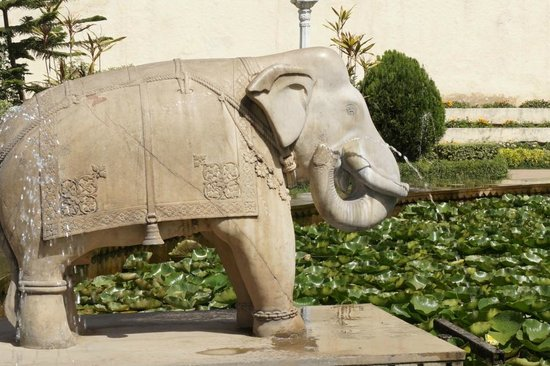Garden of the Maidens (Sahelion Ki Bari): The elephant sculpture