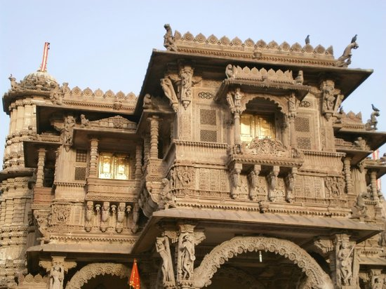 Hathee Singh Jain Temple : The beautiful windows