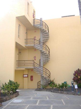 Sol Jandia Mar Apartments : Spiral steps to rooms at Sol Jandia Aparthotel, Fuerteventura