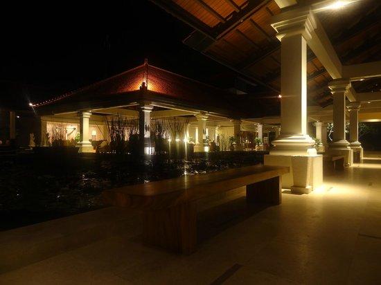 Grand Hyatt Bali: Pesona Lounge by night