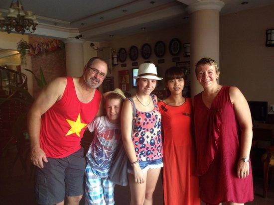 Nhi Nhi Hotel: Wonderful staff at Nhi Nhi on our last day