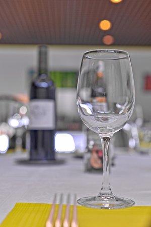 Le Relais des Trois Marchands: vue du restaurant, à table !
