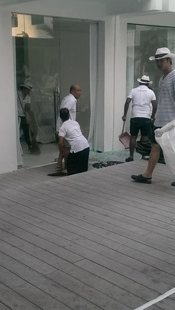 Ocean Bangkok: The door which shattered all over a lady